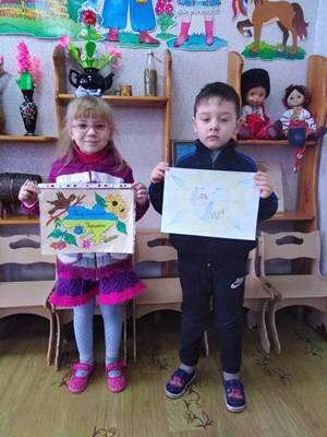 """Виставка мальюнків """"Мальовнича моя Україна"""""""